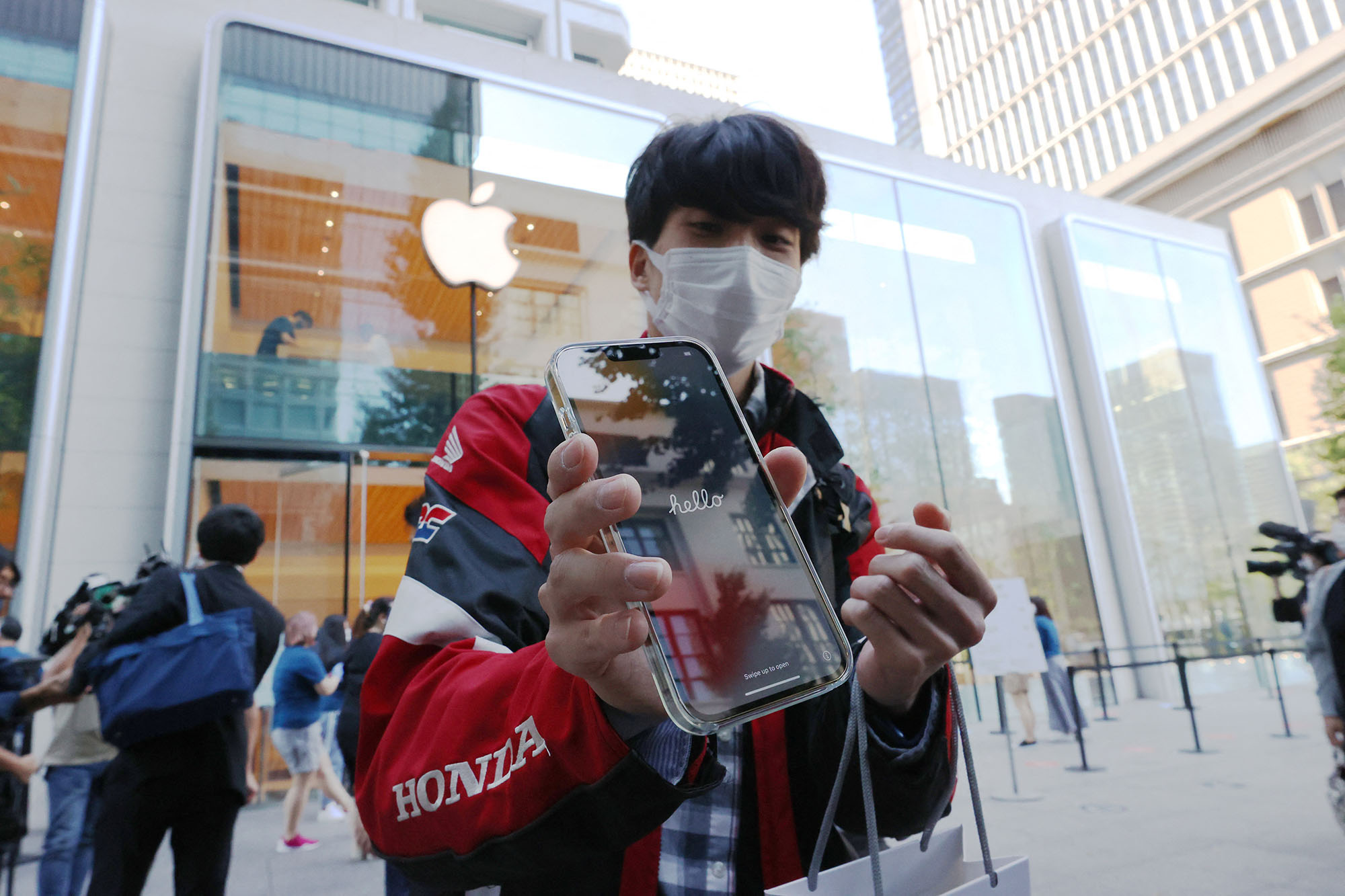 A man shows his new iPhone 13 ProMax in front of Apple Store in Marunouchi, Tokyo on Sep. 24, 2021. iPhone 13 series and others were launched on the same day. (Koji Ito, Europress/AFP)